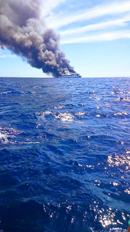 Incendiu feribot Spania.jpg